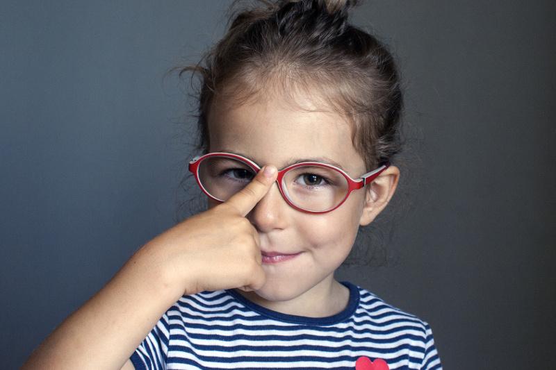 Jak zachęcić dziecko do noszenia okularów